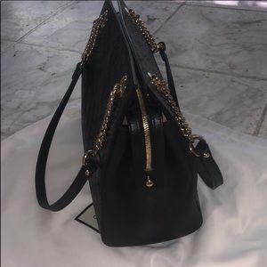 c6aca6e3aa0 Gucci Bags - Gucci Signature Chain-Handle Tote Bag